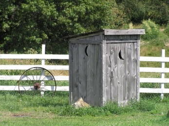 outhouse-637834_960_720